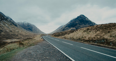 Keys to choosing between rental car or an excursion on your trip to Scotland